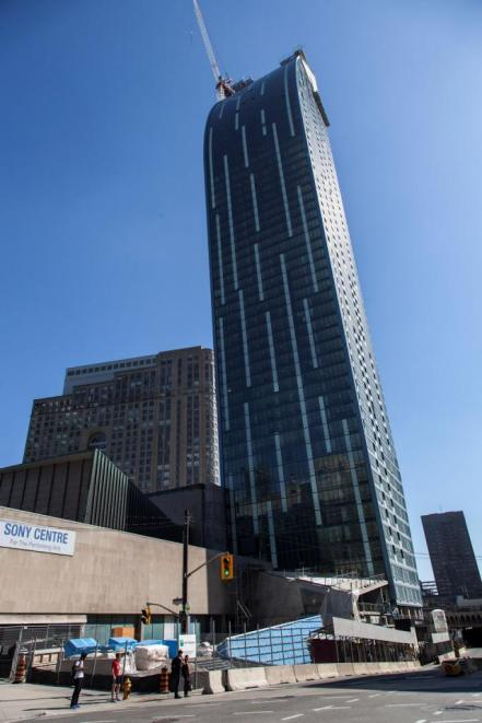 L Tower seen from Yonge and Front, image by Jack Landau, courtesy of http://urbantoronto.ca