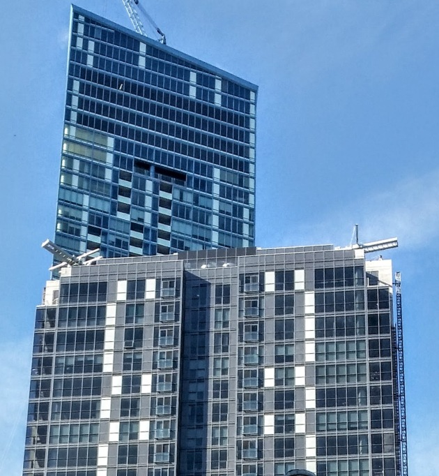 The south elevation of Backstage, showing the support brackets reaching to the 35th floor on the east side of the tower.