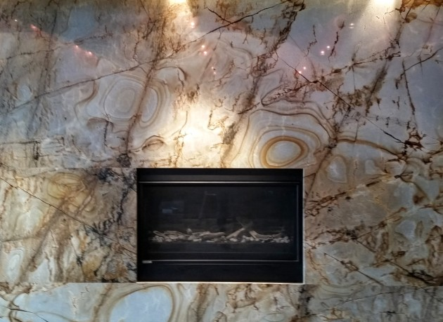 backstage-completed-fireplace-in-the-indoor-amentiy-space